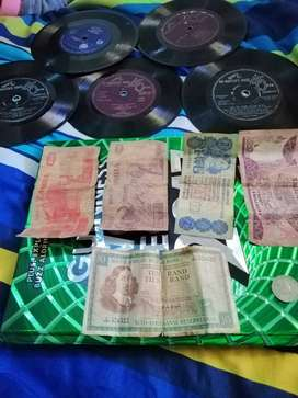 Hi i av old notes and records for sale