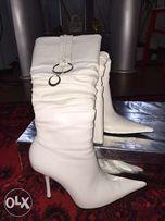 Продам белые Деми сапоги, можно под свадебное платье!