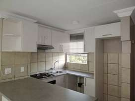 2 Bedroom Apartment/Flat to Rent in Die Hoewes, Centurion