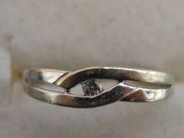 Złoty pierścionek z brylancikiem 1,70 g