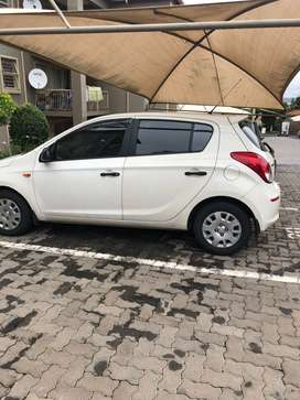 White Hyundai i20, 2015 model