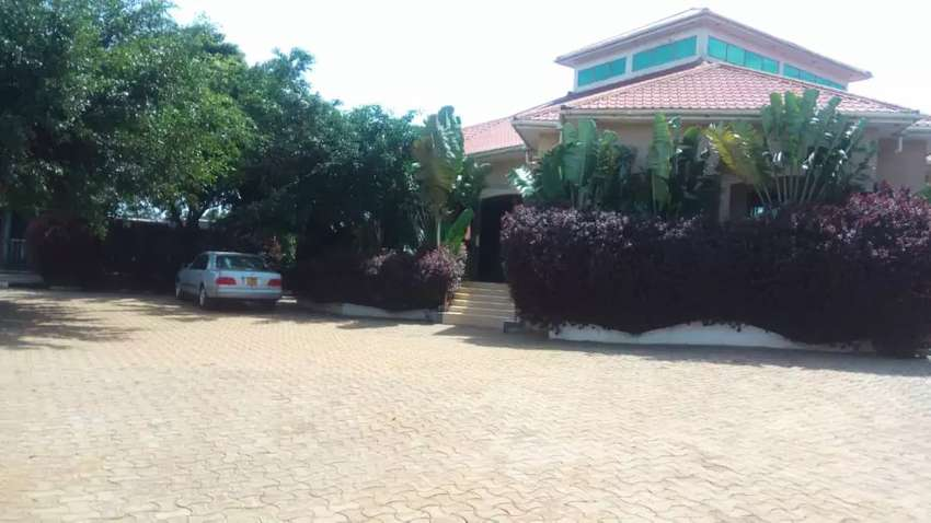 Hotel on sale along Entebbe Road Nkumba stage at 800M 0