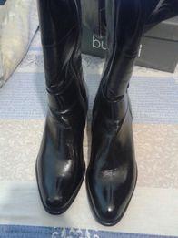 Нові шкіряні жіночі зимові чоботи з овчинною