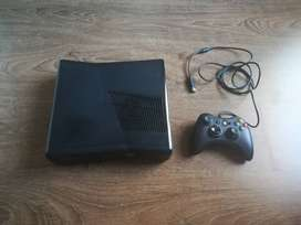 Xbox 360, 4gb storage and Wired Controller