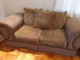 Traditional 2 seater couch/Sofa