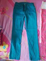 Turkusowe spodnie na 6-latkę