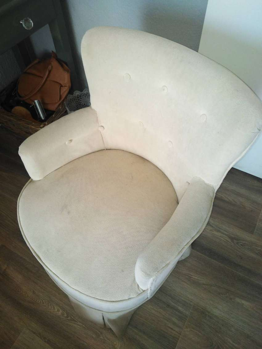 Upholstery cleaning 0