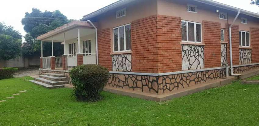 House on sell on Mawanda Road Priced at $300000 and negotiable Seated 0