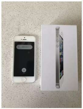 iPhone 5-16gb white . *Excellent condition*