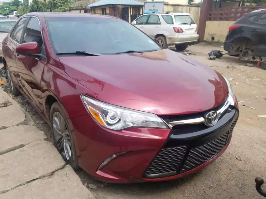 Tokunbo 2015 model Toyota Camry SE with Thumbstart available for sale 0