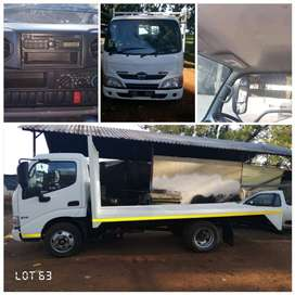 Hino 300  614 truck 2ton like new full house flat bed newly build