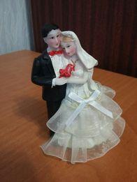 Статуэтка свадебная для торта 70р и гирлянда