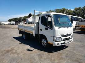 2018 Toyota Hino 300-614 (2.5 ton) with drop sides body