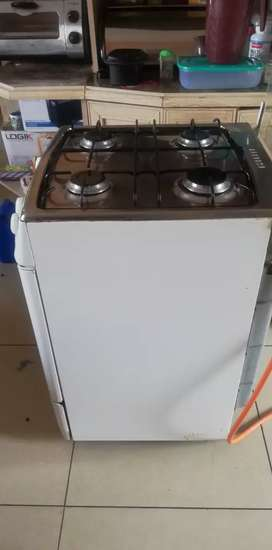 Defy 4 burner gas stove with oven and food warmer