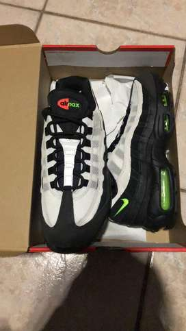 BRAND NEW ORIGINAL NIKE AIR MAX 95