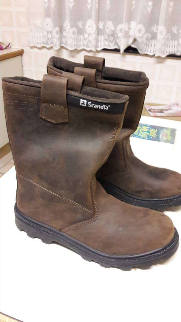 Rigger boots size 8.NEW 0