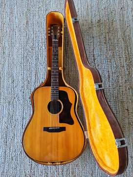 Gibson J50 Deluxe with Case