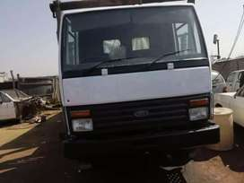 I am looking for the gearbox of this truck