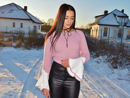 Sweterek z szerokimi rękawami nowy s