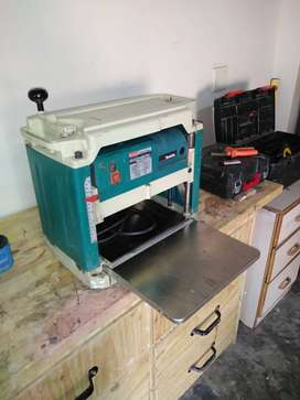 Makita thickness planer