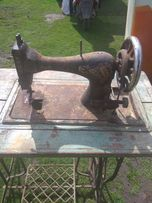 Продається антикварна швейна машинка Сінгер.