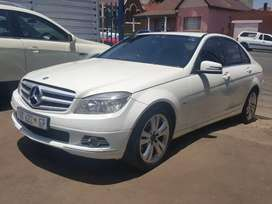 2010 Mercedes Benz C-180 automatic with leather seats