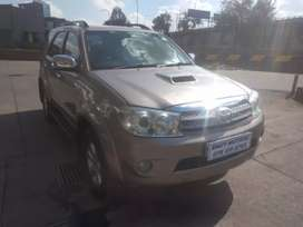 TOYOTA FORTUNER 3.0 D4D 4X4 MANUAL, HAS SPARE KEY & LEATHER SEAT