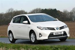Toyota auris двери капот фара стоп бампер разборка зеркало