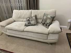 Sofa couch with 4 pillow