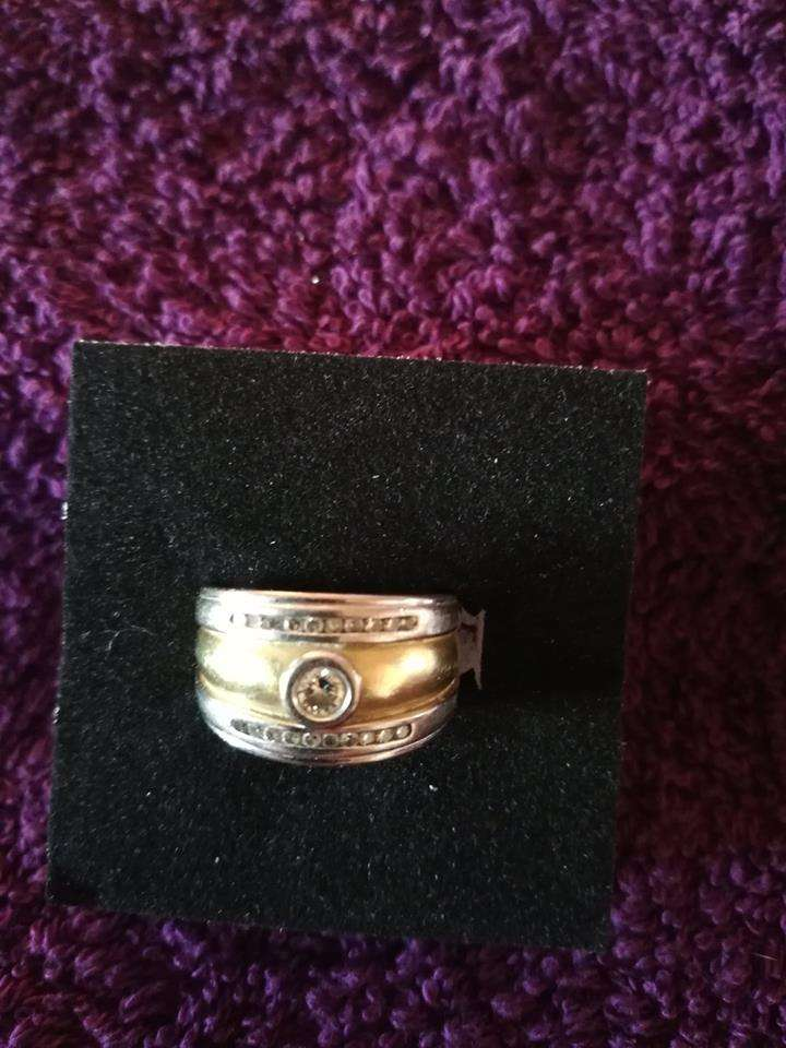 1 X 18kt White and yellow gold wedding band 0