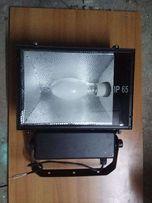 Продам мощный ламповый прожектор IP-65