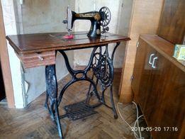Швейная машинка Сингер Singer с станиной.