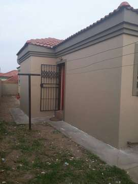 R1600.00 Room in Ivy Park Polokwane Extension 32 next to Food Zone.