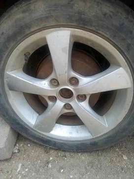 Hi I'm selling only 3 16ich mags rims