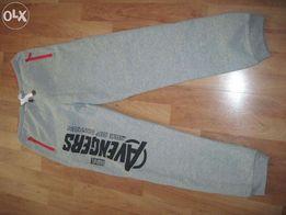 spodnie dresowe avengers S/M