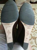 Продам новые женские замшевые сапоги