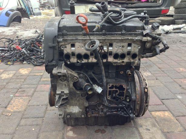 Двигун двигатель мотор VW Passat B 6 2.0 TDI BKP BKD