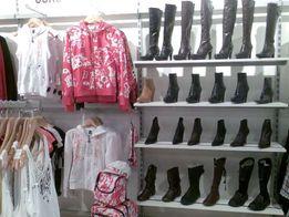 Торговое оборудование бу (мебель торговая и стеллажи) для одежды/обуви