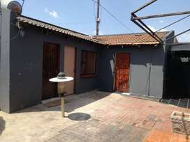 Cottage available in Paradise park, Vosloorus