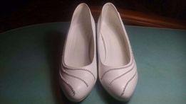 Свадебные кожаные туфли со стразами в идеальном состоянии