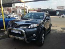 2011 Toyota fortuner 3.0d4d 4x2 manual leather interior