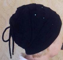 Шапка черная со стразами на флизе