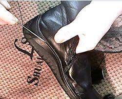 Підклейка та прошивка взуття.