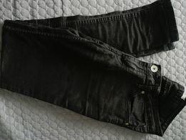 Czarne spodnie rurki