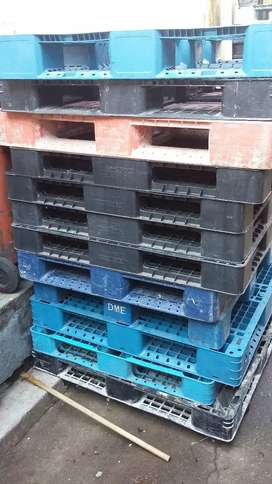 We offer good price for Plastic pallets both good n Broken one