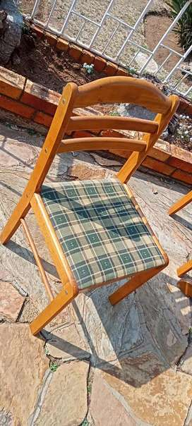 Quality table and chairs