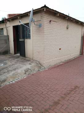 Room available for rental,13 Clarendon str.  opposite close to library