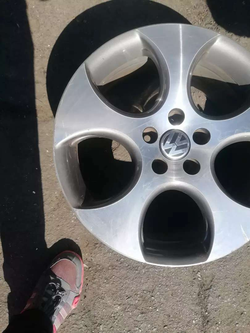 A set of Golf5, golf6 18inch mag rims for sale. 0