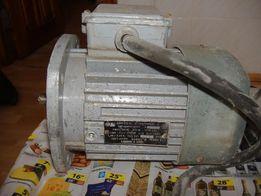 продам асинхронный электродвигатель 220-380