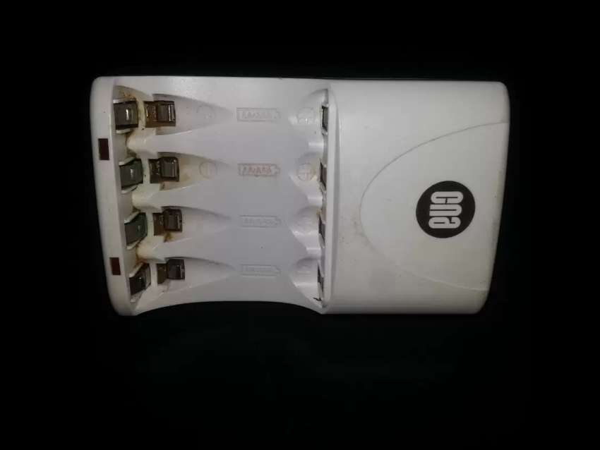 BATTERY CHARGER for AA AND AAA 0